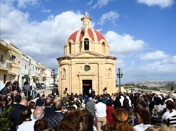 Crowds gather in front of the Bidnija chapel to celebrate mass one week after Daphne Caruana Galizia's murder on October 23. photo: Jonathan Borg
