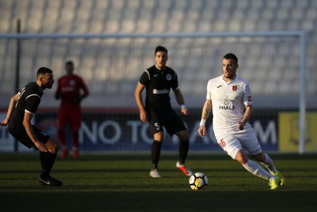 Bojan Kaljevic (right) of Valletta attempts to pass the ball despite being pressed by Hibernians' Dunstan Vella. Photo: Darrin Zammit Lupi