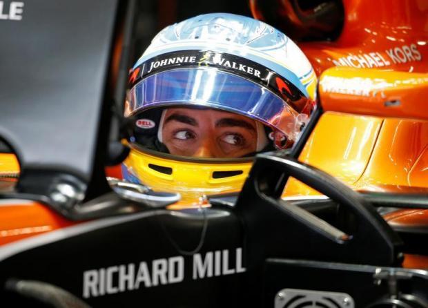 Fernando Alonso pens new McLaren deal