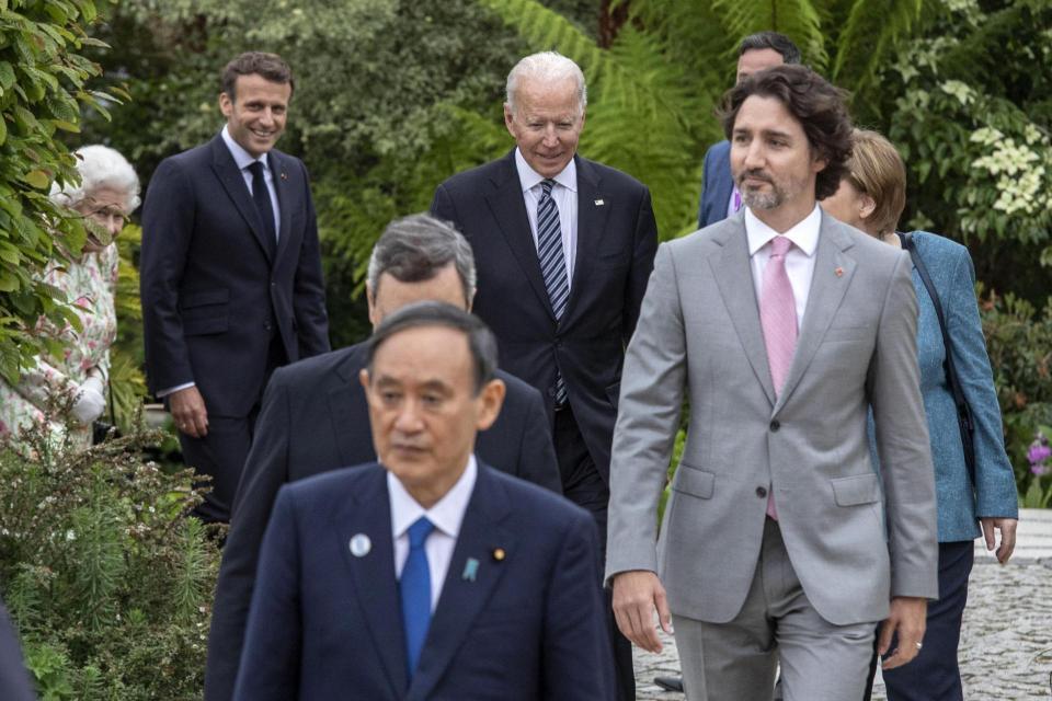 El presidente estadounidense Joe Biden (C) y los líderes del G7 llegan a una recepción durante la Cumbre del G7 en Cornwall.  Foto: Jack Hill / Pool / AFP.