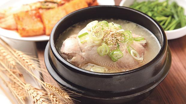 The local Samgyejang restaurants all sell chicken ginseng soup, which is traditionally considered a delicacy. Photos: Shutterstock