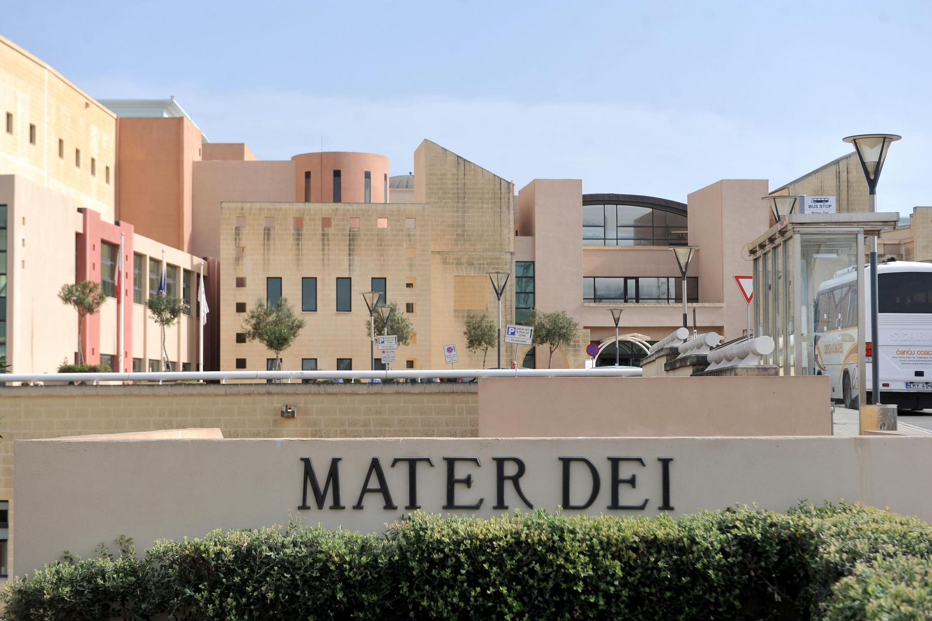 Watch: Water leaks at Mater Dei Hospital cause operations to be suspended