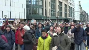 Thousands of Belgians march peacefully against global warming | Video: AFP