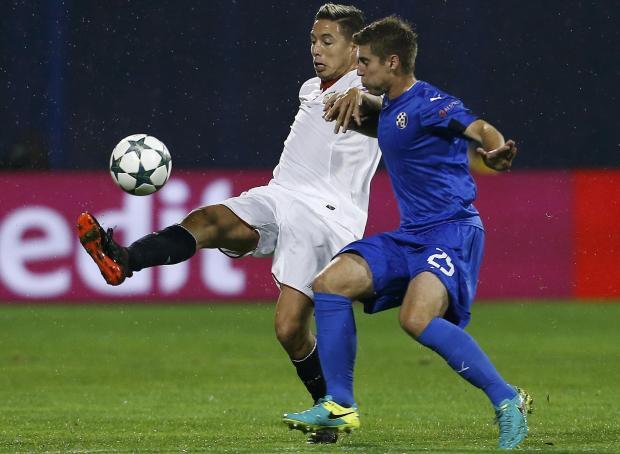 Dinamo Zagreb's Bojan Knezevic and Sevilla's Samir Nasri in action. Photo: Antonio Bronic, Reuters