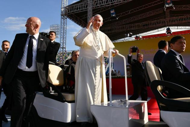 Pope's bodyguard resigns over alleged scandal
