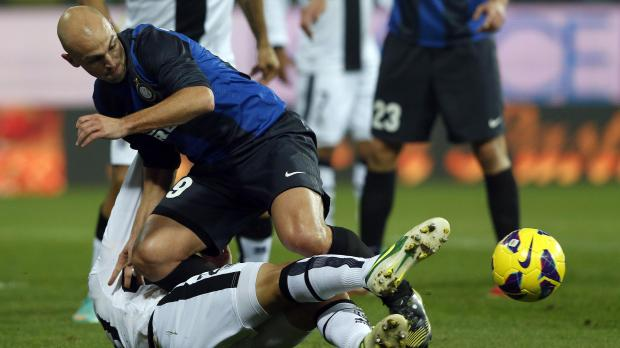 Inter's Esteban Cambiasso (L) fights for the ball with Gabriel Paletta of Parma.