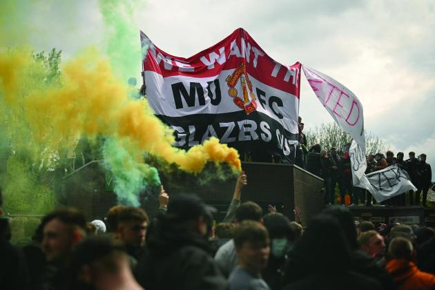 Police probe Man. Utd fans protest after officer injured