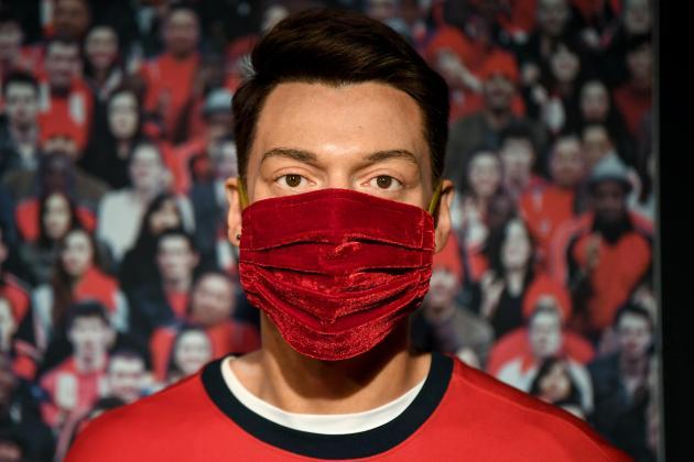 Brighton's Murray labels Premier League masks 'farcical'