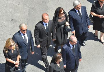 The Prime Minister, the Leader of the Opposition, the Chief Justice and the Speaker walk behind the coffin.