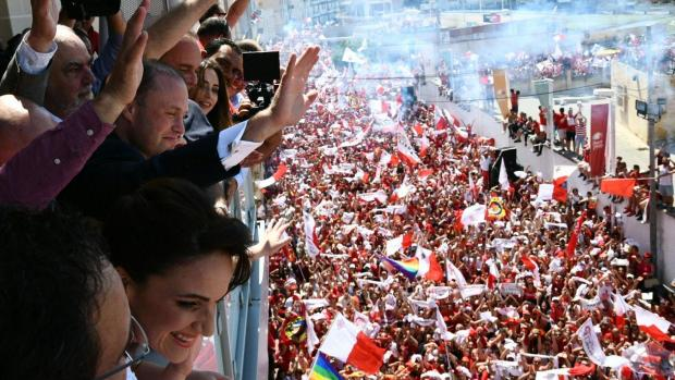 Thousands greeted Muscat in Ħamrun. Photo: Jonathan Borg