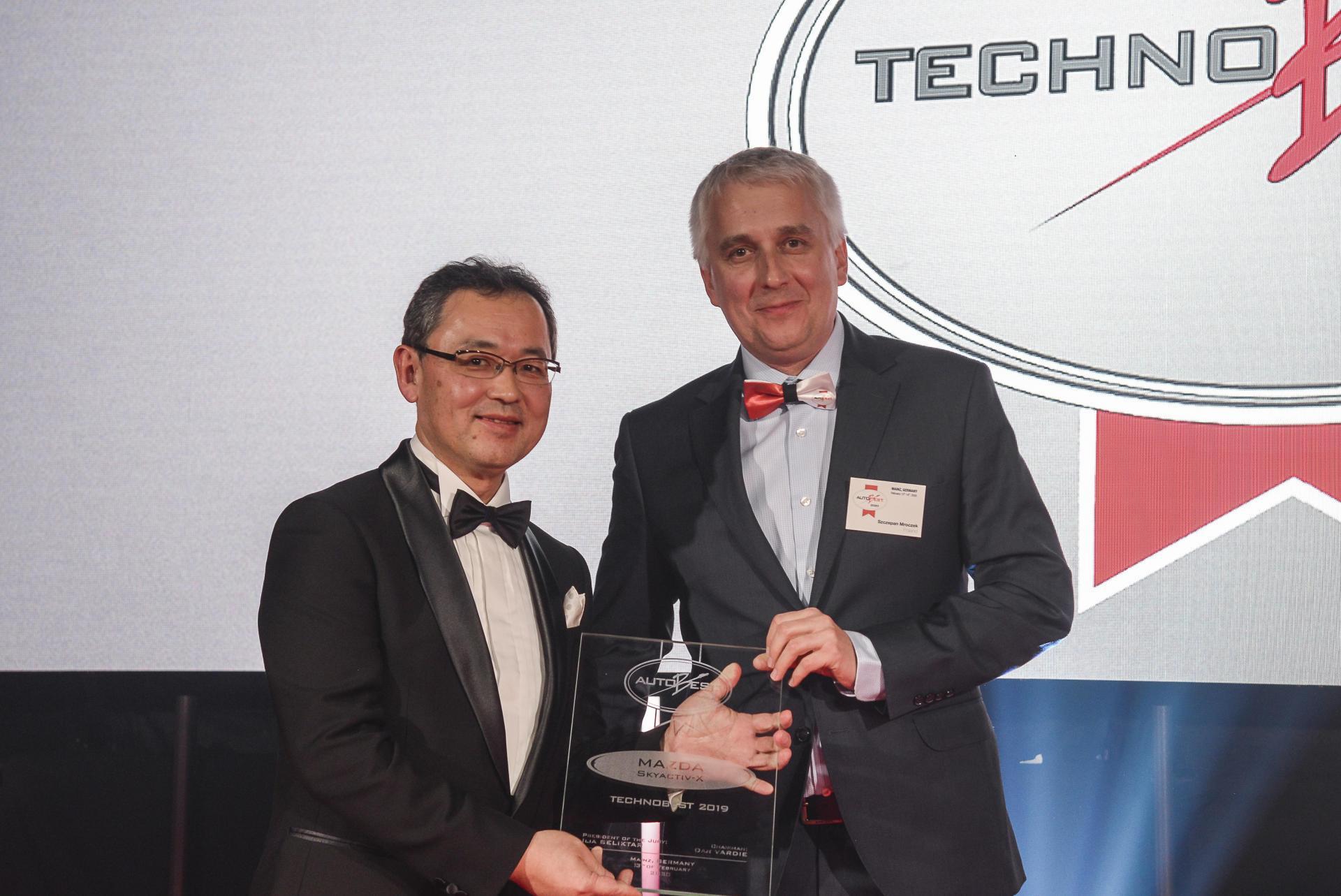 Left: Yasuhiro Aoyama, Mazda Europe president, accepting the Technobest award.