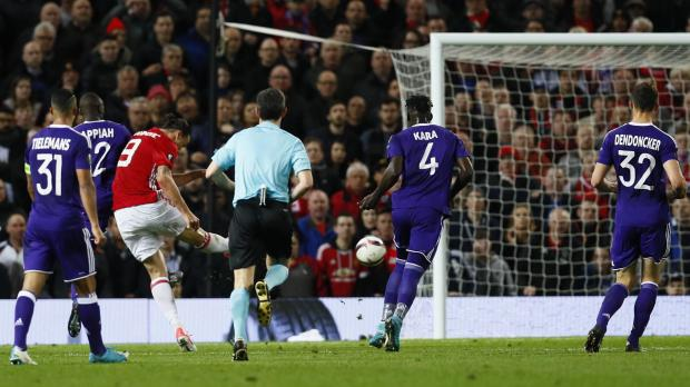 Manchester United's Zlatan Ibrahimovic shoots wide. Photo: Jason Cairnduff, Reuters