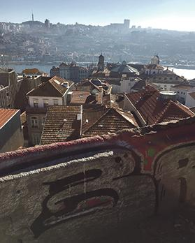A magnificent view of the river across the rooftops, where one can admire the colourful walls full of graffiti.