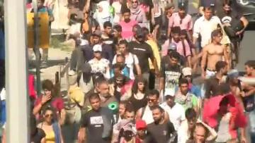 Migrants start freedom trek to Austria