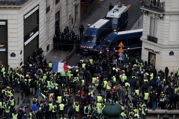 Protesters face off against French Gendarmes on the Champs-Elysees Avenue. Photo: Reuters