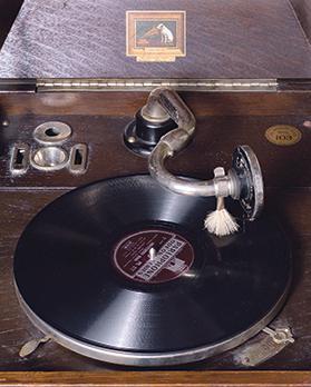 Table grand gramophone, detail, His Master's Voice model, Private collecion, Malta