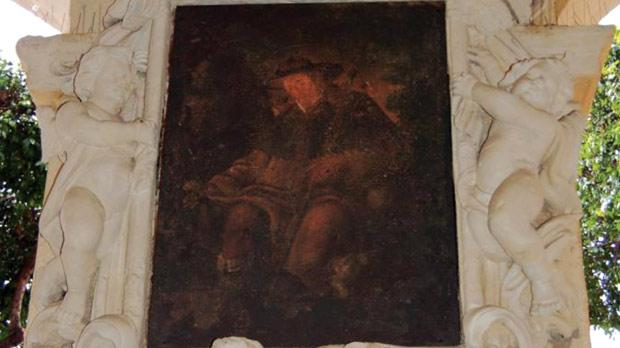 The niche under the loggia at Piazza Regina bearing a replica of the original painting.
