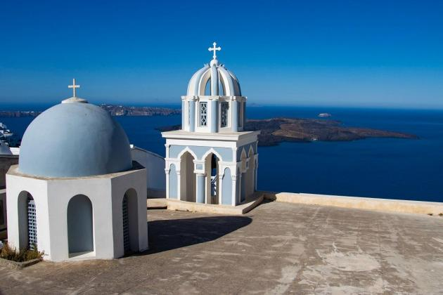 Greece reopens islands to flights in bid to save tourism season