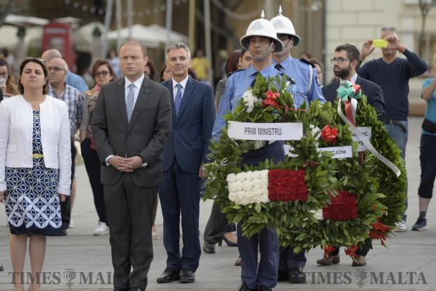 Prime Minister Joseph Muscat and Opposition Leader Simon Busuttil stand in line to lay wreaths at the Sette Gunio memorial event held in St George's Square, Valletta. Photo: Mark Zammit Cordina