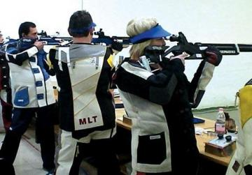 Young foreigners allowed to practice target shooting in licensed ranges