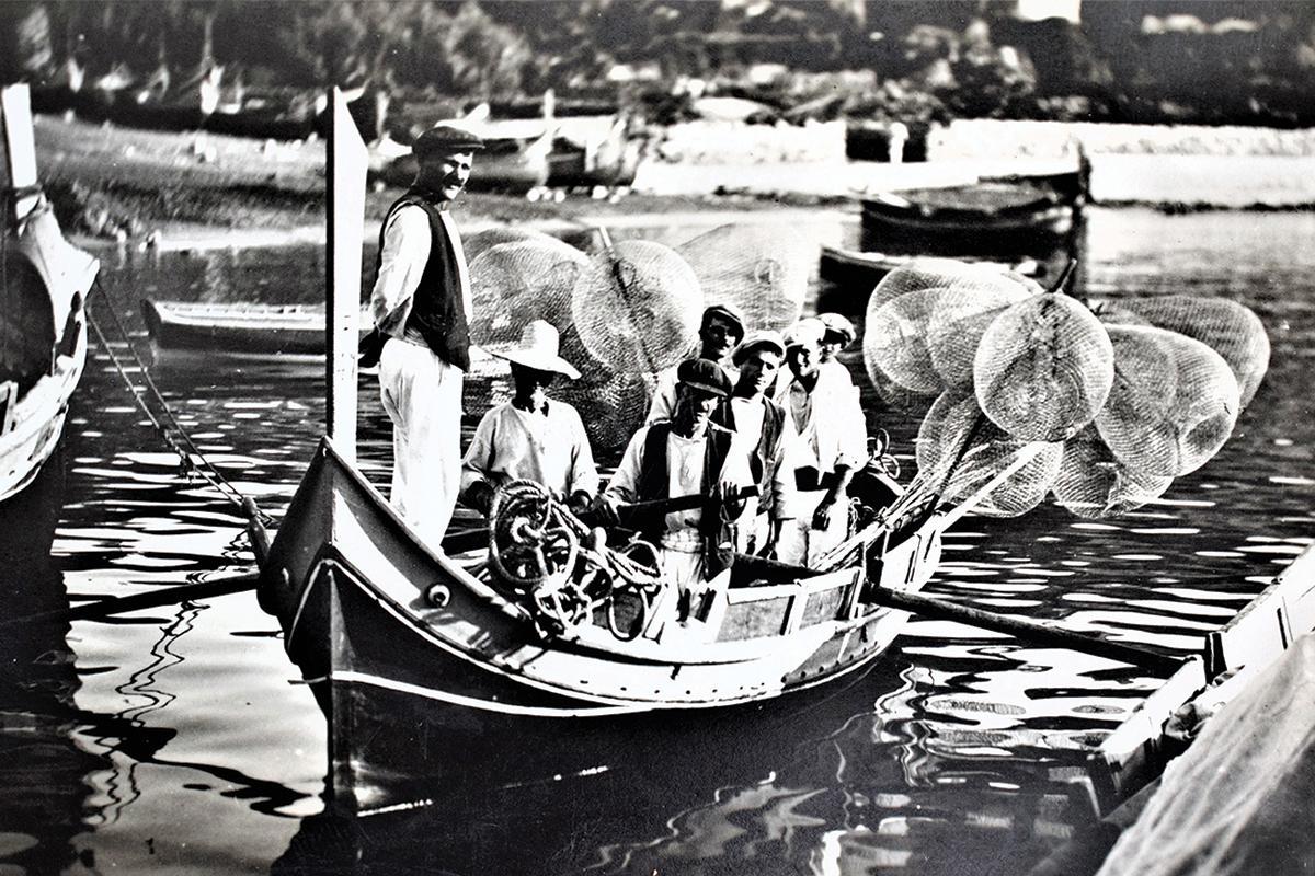 Fishermen leaving to work, 1910s. Photo: Mikiel Farrugia
