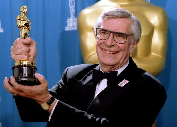 Martin Landau displays the Oscar he won for Best Supporting Actor in 1995. Photo: Reuters/Blake Sell