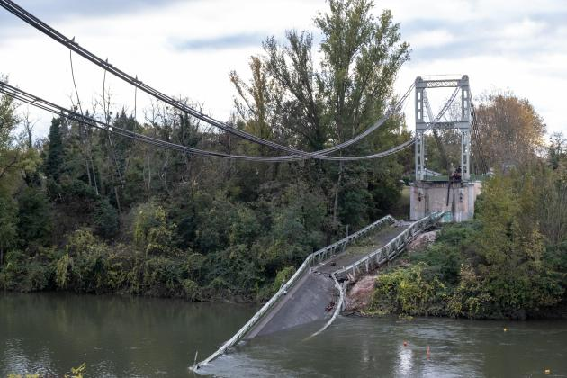 Two killed in French bridge collapse