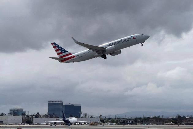 Boeing sees full commercial air recovery by 2024