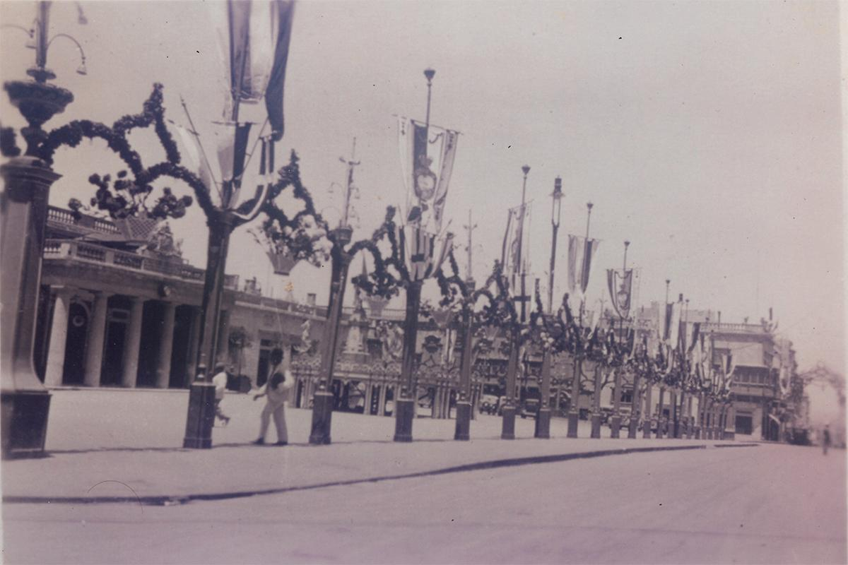 Decorations lining St George's Square in 1922.