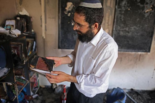 In shellshocked Lod, Jews and Arab Israelis try to mend fences