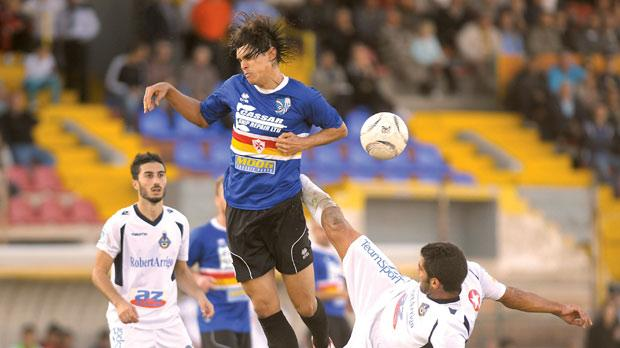 Josef Mifsud (right) in an abrasive challenge on Tarxien's Daniel Mariano Bueno. Photo: Matthew Mirabelli