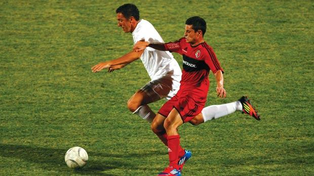 Valletta midfielder William Barbosa (left) tries to pull clear of Ħamrun's Gianluca Calabretta during their first-round league match. Photo: Darrin Zammit Lupi