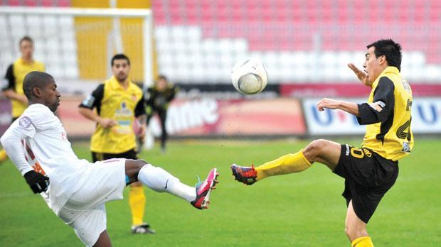 Valletta's Denni (left) and Qormi midfielder Edison Bilbao Zarate fight for possession. Photo: Chris Sant Fournier