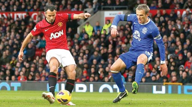 Ryan Giggs (left) scores Manchester United's opener in their 2-0 win over Everton yesterday.