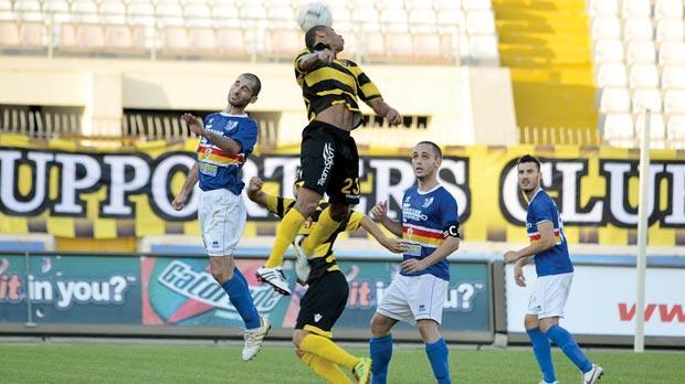 Jorge Pereira da Silva heads the ball against Tarxien, yesterday. Photo: Alan Carville