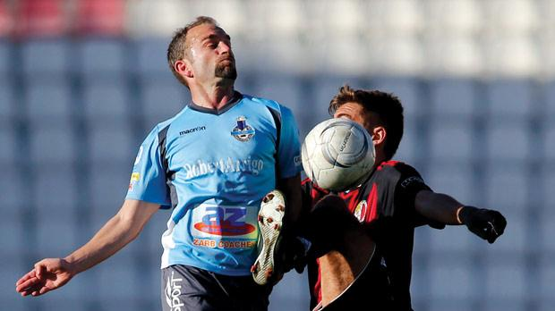 Sliema's Ivan Woods (left) leaps to try and win the ball against Ħamrun. Photo: Darrin Zammit Lupi