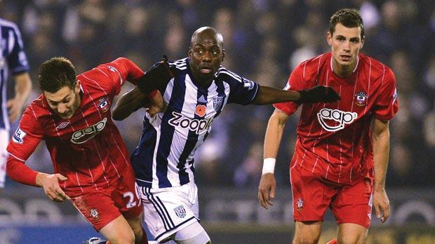 West Bromwich Albion's Congolese defender Youssuf Mulumbu (centre) vies with Southampton's English midfielder Adam Lallana (left) and French midfielder Morgan Schneiderlin during the match between West Bromwich Albion and Southampton at The Hawthorns last Monday. Photo: AFP