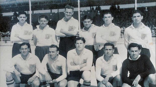 Valletta FC 1945-46 champions. Back row (left to right Walter Bezzina, Ġużi Formosa, Sam Rodgers, Ġużi Mallia, Pawlu Vassallo, Salvinu Schembri. Front row: Ġużi Demicoli, Ġużi Buttigieg, Leli Curmi, Victor Bonello, Joseph Spiteri.