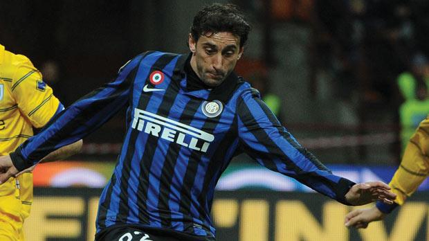 Inter's Milito scores against Parma, yesterday.