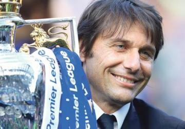 Chelsea manager Antonio Conte holds the Premier League trophy at the Stamford Bridge on Sunday.