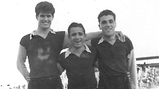 Ray Edwards (left) with former Sliema Wanderers stalwarts Gejtu Sacco and Ġużi Bonnici.