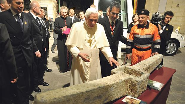 Pope Benedict inspecting the Roman-period anchor