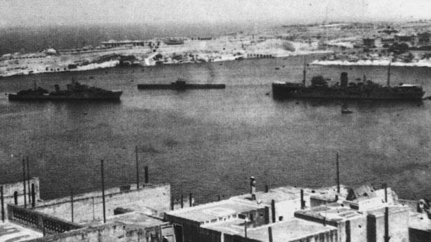 HMS Nestor enters Grand Harbour to refuel from the tanker Plumleaf.