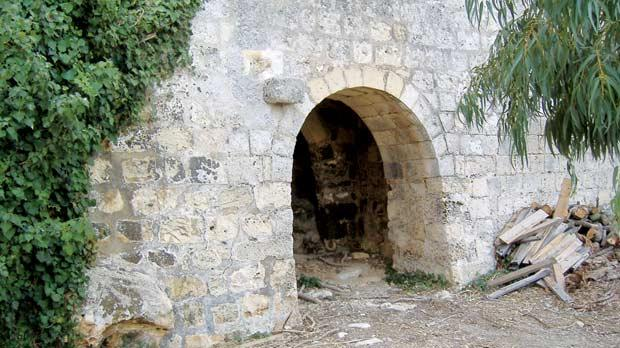 The arched entrance leading to the small courtyard of Bishop's summer house at Ta' Xewxa, limits of Dingli. (Courtesy of Prof. Joseph Falzon)