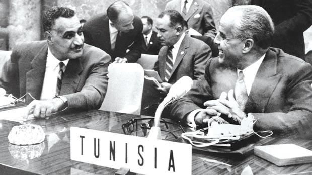Egyptian President Gamal Abdel Nasser speaking with President of Tunisia Habib Bourguiba at the first conference of non-aligned countries in Belgrade in September 1961. Photos: AFP