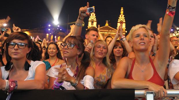 Music lovers from around the world packed into the Granaries to see the stars perform.