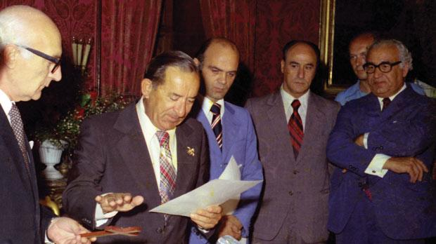 Former private secretary Joe Camilleri (fourth from left) at the swearing-in ceremony of Prime Minister Dom Mintoff. Photo: DOI