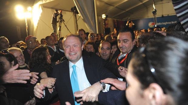 Joseph Muscat being mobbed in Gozo last night. Photo: Jason Borg