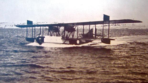 Felixstowe F5 flying-boat of No. 267 Squadron landing in Malta in 1921.