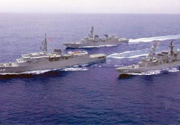 The training ship, Kashima, and the destroyers TV Setoyuki and DD Asagiri on their way to Malta.